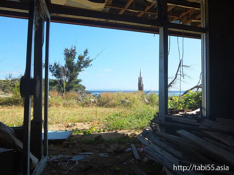 廃墟になったホテル 与論島の風景(鹿児島県与論島)
