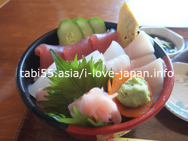 伊江港ターミナル2階!海人食堂で海鮮丼