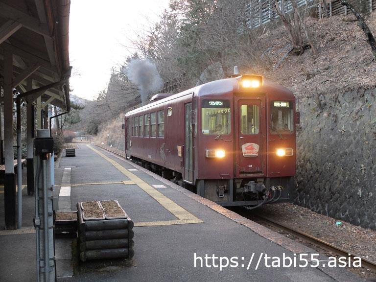 わたらせ渓谷鐵道:通洞駅で蒸気(?)ふく