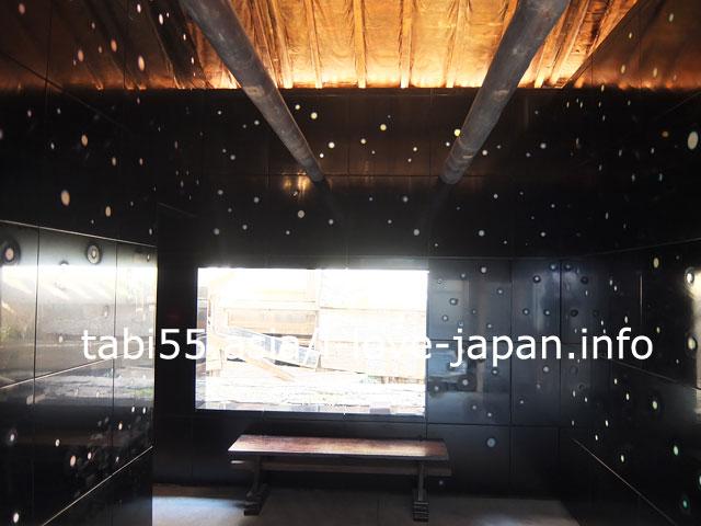 男木島の集落内にもアートが!漆の家は必見