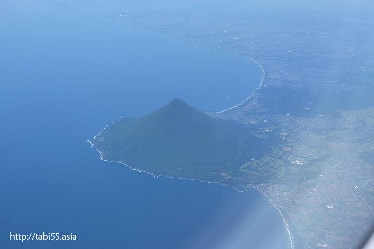 空から見た開聞岳(鹿児島県)/Kaimondake viewed from the sky (Kagoshima)