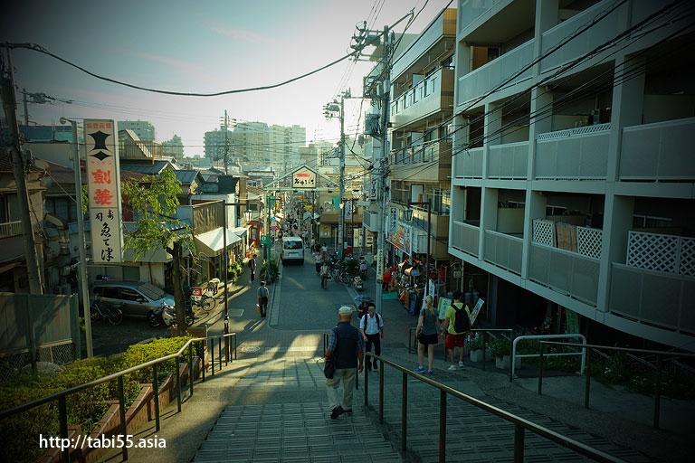 夕焼けだんだんから見た「谷中銀座商店街」
