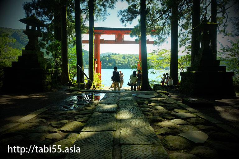 平和の鳥居@箱根神社