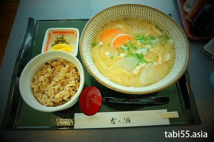 大分空港でランチ( ̄¬ ̄) 郷土料理「だんご汁」「とり飯」が一緒に食べれる定食はこれ