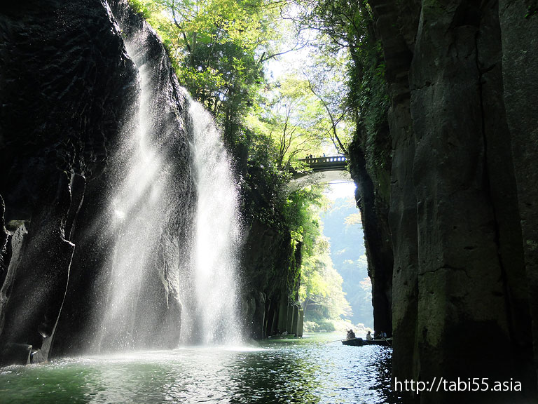 高千穂峡で「真名井の滝」を上から下から眺める