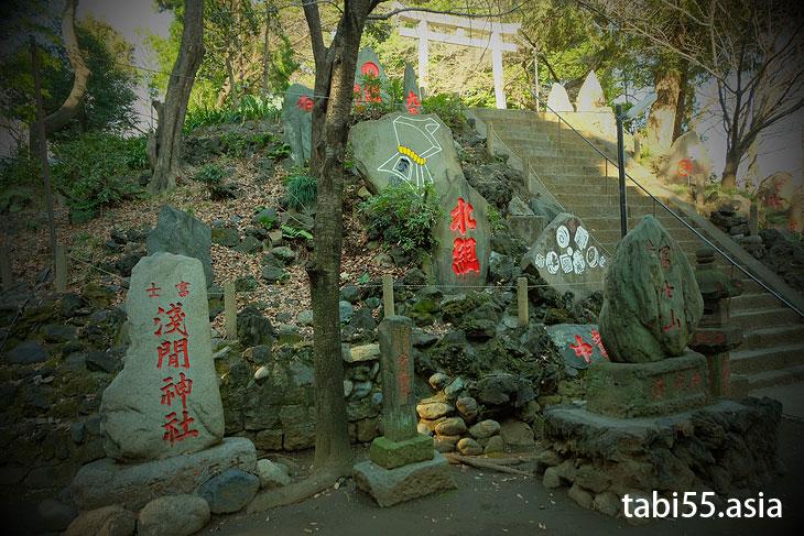 富士神社で「駒込富士」登山(東京都文京区)
