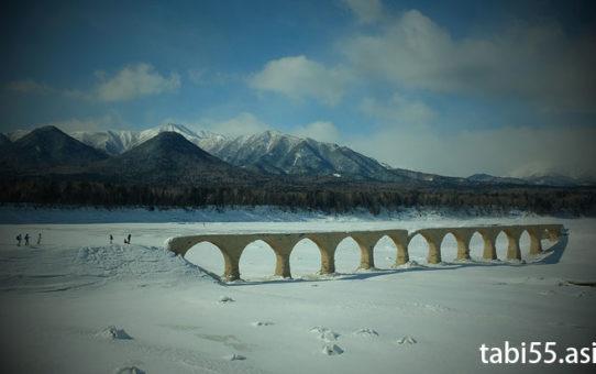ぬかびら源泉郷バスパック!タウシュベツ橋まで氷雪上ハイキング(北海道/上士幌)