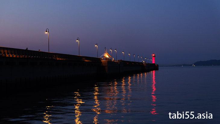 高松港玉藻防波堤灯台(赤灯台)@高松駅周辺の観光なら。うどんも夜も!おすすめ【8選】香川県