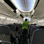 機内は灰色。黄緑が刺し色!?