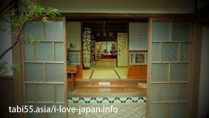 Tiles and hanging ornaments are cute! Old Yamamoto family house