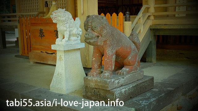 行縢(むかばき)神社で、不思議な顔した狛犬さんとご対面