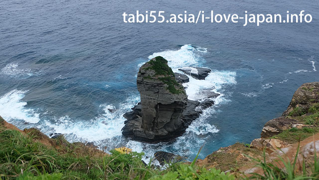 A symbol of Yonaguni-jima island! There are two observation in Tachikami-iwa rock!