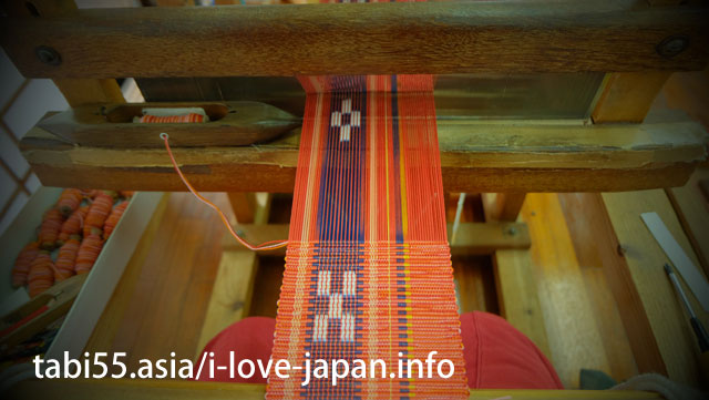 Hand weaving experience at Minsa Craft Museum