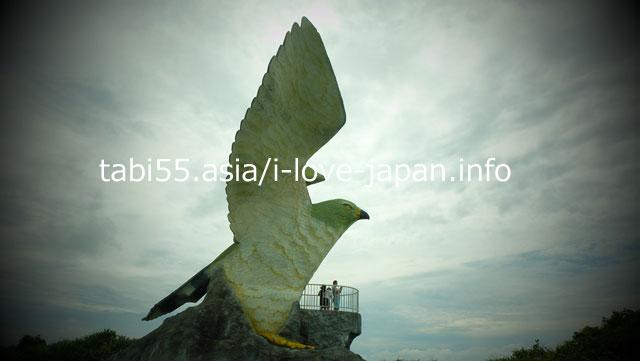 大きな渡り鳥「サシバ」像!フナウサギバナタ展望台