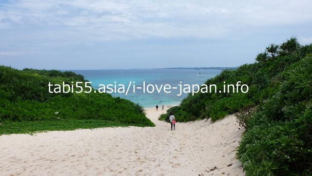 If you climb the white sandy mountain, there is ... Sunayama Beach