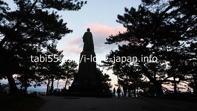 桂浜と言えば、巨大な坂本龍馬像!まずはご挨拶