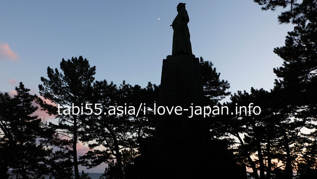From Kochi Station, take a regular bus to Katsurahama [Round trip 2 hours]