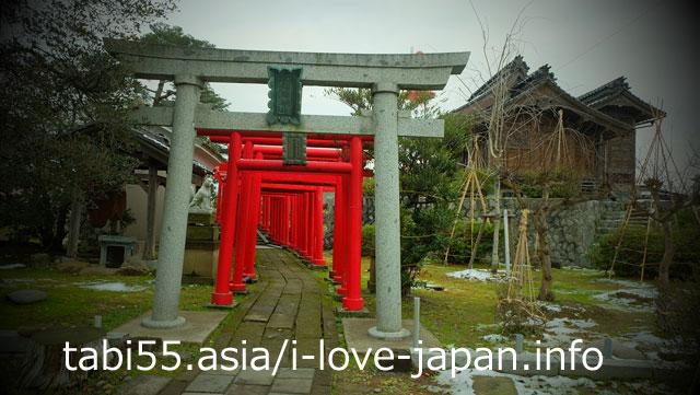 鶴岡にも赤い鳥居がっ!御城稲荷神社