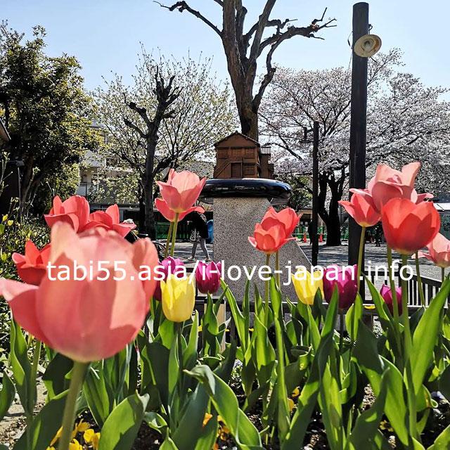 記念碑トキワ荘のヒーローたち(トキワ荘公園内)