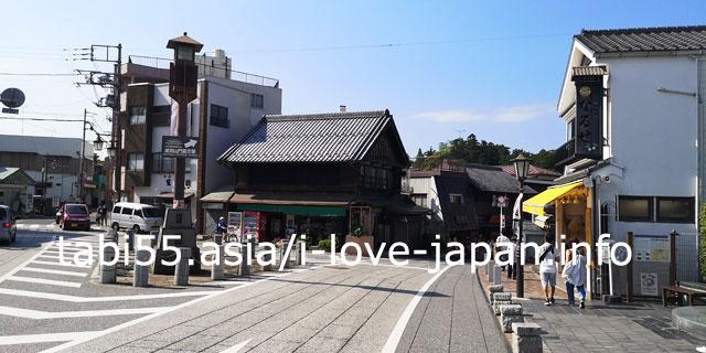 From Narita Airport, take the Keisei Line to Naritasan Shinshoji Temple