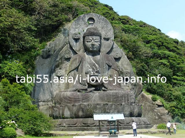 1783年に3年かけて彫られた岩山が原型!大仏(薬師瑠璃光如来)