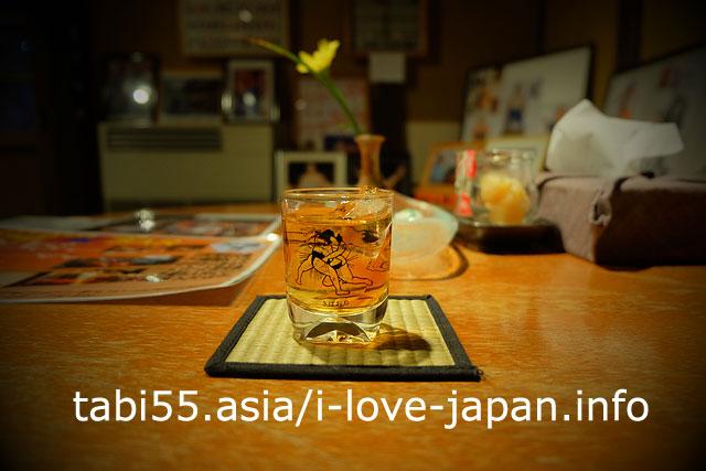 宮本の湯帰還後、宮本家の「蔵Bar」で果実酒を飲む